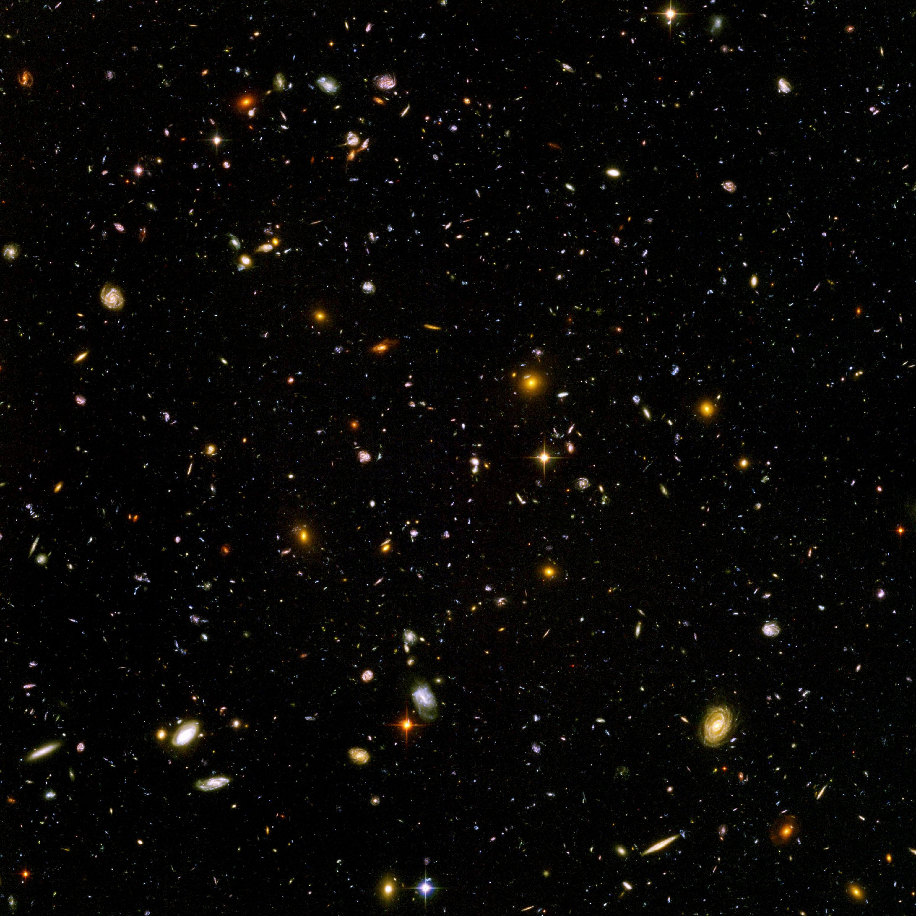 piccolissima porzione ultra profonda del campo visivo spaziale di Hubble
